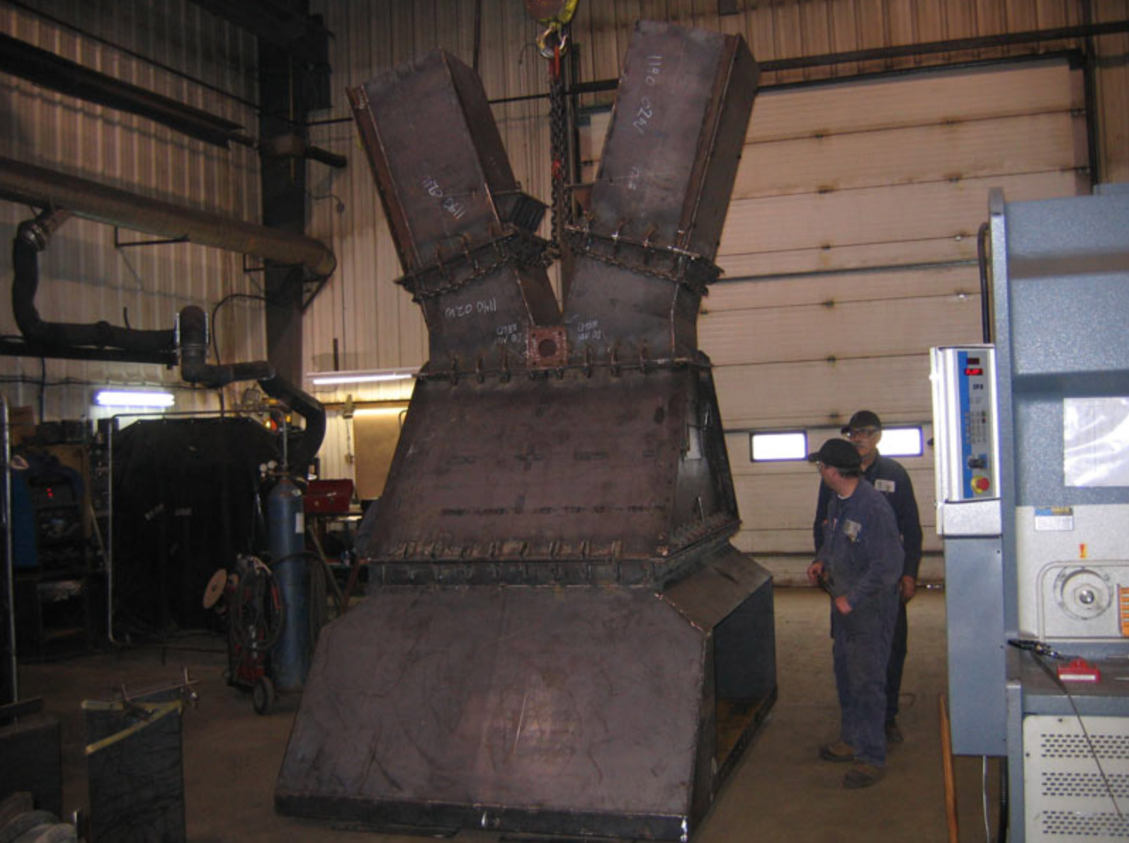 Large chutes fabrication for steel, forestry and mining
