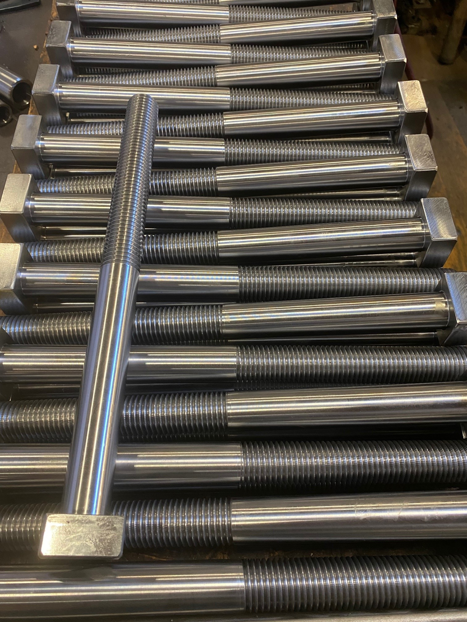 Rector Crusher wedge bolts